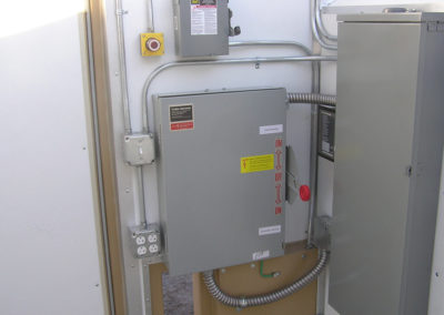 Double throw safety disconnect switch